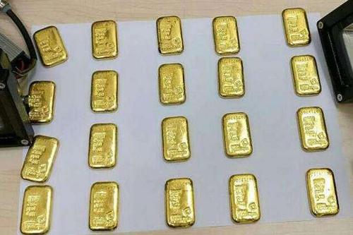 Du khách bị bắt vì giấu 12 thỏi vàng trong trực tràng - ảnh 1