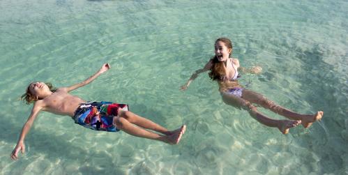 Những điều không tưởng khiến du khách đau đớn khi tắm Biển Chết - ảnh 1