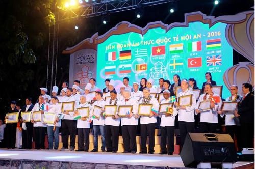 12-dau-bep-noi-tieng-tham-du-lien-hoan-m-thuc-tai-hoi-an-2