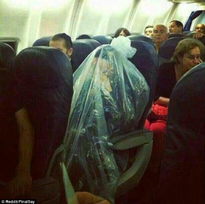 Khách nam bị đuổi khỏi máy bay vì không chịu ngồi cạnh phụ nữ - ảnh 2