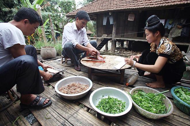 Goi ca dai khach quy cua nguoi Thai o Dien Bien