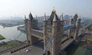 Người Trung Quốc xấu hổ với phiên bản nhái của cầu tháp London