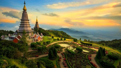 Chiang Mai là điểm du lịch đáng chú ý của Thái Lan, nằm cách thủ đô Bangkok 700 km về hướng bắc. Nơi đây sở hữu vẻ đẹp thơ mộng, cuốn hút của thiên nhiên với núi rừng, đồng ruộng màu mỡ, nét truyền thống nguyên vẹn tại các ngôi làng và kiến trúc đặc trưng của chùa chiền. Ảnh: Lonely Planet.