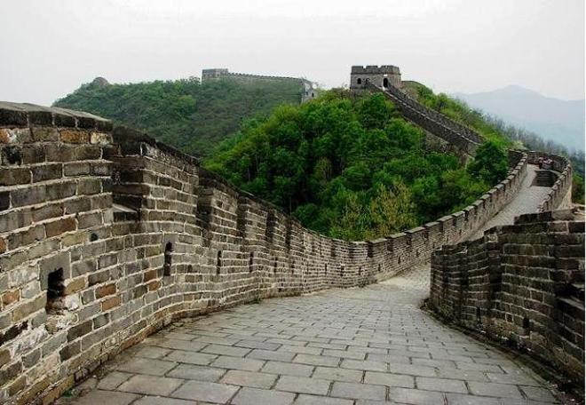 Vạn Lý Trường Thành,Trung Quốc: Với chiều dài trên 20.000 km, Vạn Lý Trường Thành được xây dựng từ thế kỷ 3 trước Công nguyên đến thế kỷ 17 để bảo vệ lãnh thổ. Nó bao gồm tường thành, pháo đài, tháp canh được xây dựng bởi đất, gỗ, gạch và đá. Đây còn là di sản bảo tồn văn hóa và truyền thống của Trung Quốc. Ảnh: Pixabay/ CCO.