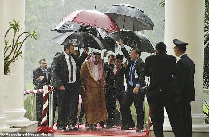 Những chuyến đi xa xỉ của gia đình hoàng tộc Arab Saudi