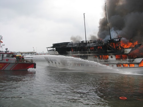 6 tàu du lịch trên vịnh hạ long bị cấm hoạt động vĩnh viễn - 1