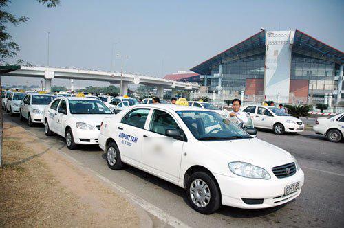 khong-tra-tien-xang-khach-tay-chet-lang-vi-tai-xe-nhot-trong-taxi