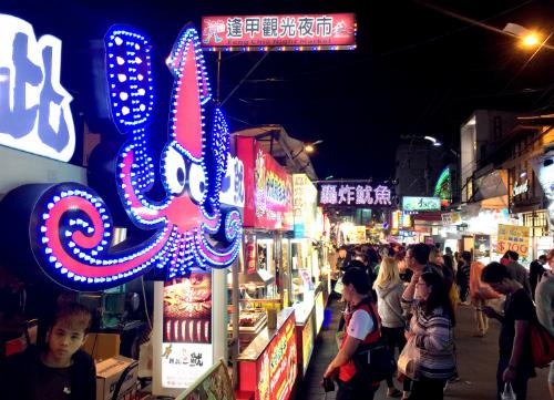 Khách Tây nín thở nuốt đậu phụ thối tại Đài Loan - ảnh 1