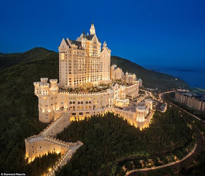 Bên trong khách sạn đẹp như cổ tích ở Trung Quốc