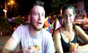 Khách Tây thích ăn quán vỉa hè Sài Gòn hơn trong nhà hàng