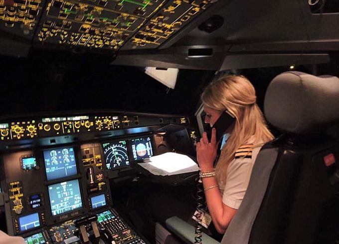 Một ngày của nữ phi công 26 tuổi lái máy bay đường dài
