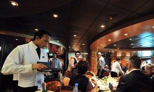 Nhân viên tiết lộ công việc 'cực hình' trên du thuyền