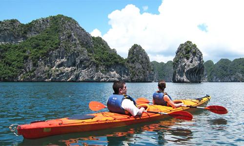 lu-hanh-buc-xuc-vi-kayak-bi-dung-hoat-dong-o-vinh-ha-long