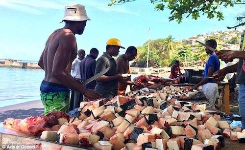 Đặc sản cá voi khiến du khách lạnh gáy ở Caribbean