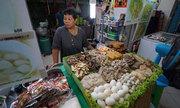 Khách Tây tiếc nuối vì Thái Lan dẹp hàng quán đòi vỉa hè