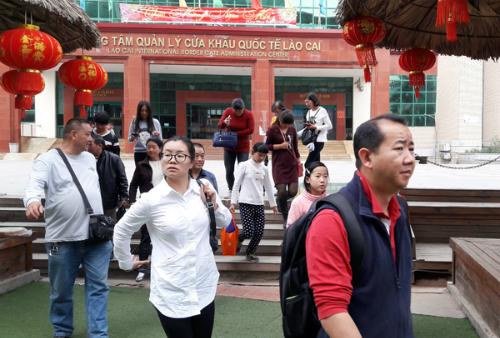 Lữ hành Trung Quốc ép giá khi đưa khách vào Lào Cai - ảnh 1