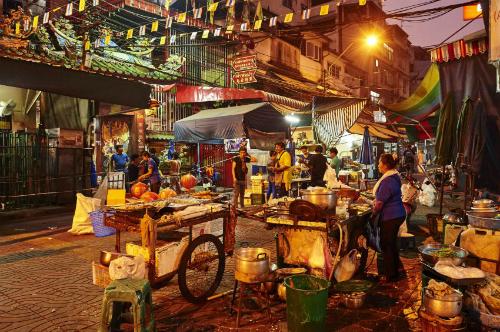 bangkok-rut-lenh-dep-tiem-chu-quan-khong-duoc-rua-bat-tren-via-he