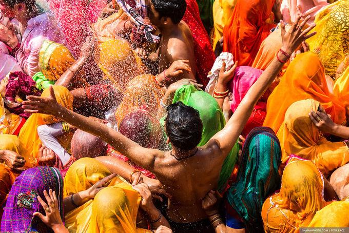 Lễ hội cho phép phụ nữ đánh đàn ông ở Ấn Độ