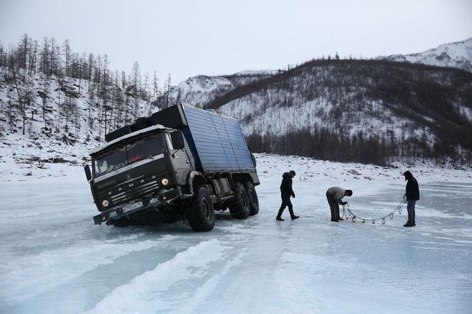 Hành trình rợn tóc gáy qua con đường băng ở Siberia