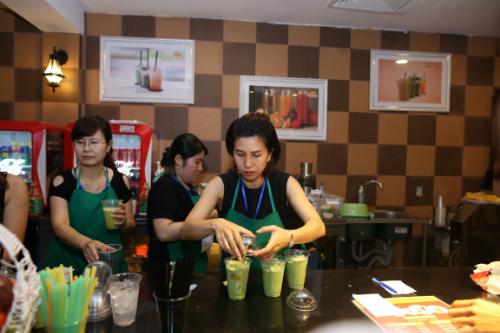 Trà sữa, nước trái cây, những ly chè ngọt lịm& là lựa chọn tráng miệng khá hấp dẫn cho nhiều du khách, đặc biệt là lớp trẻ.