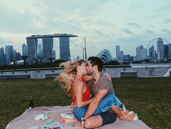 Cô gái đi khắp thế giới để tỏ tình với người chưa từng gặp