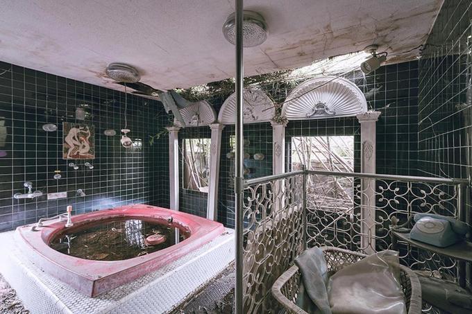 Bên trong khách sạn sex bỏ hoang nổi tiếng nhất Nhật Bản