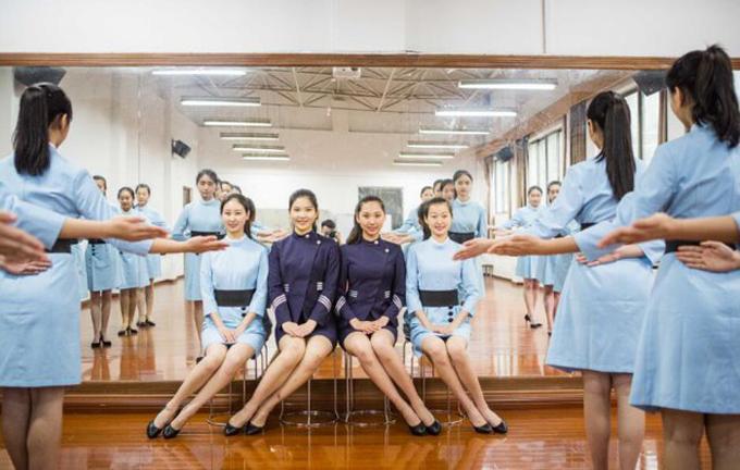 Cười đẹp như tiếp viên hàng không - sự thật khó đến bất ngờ