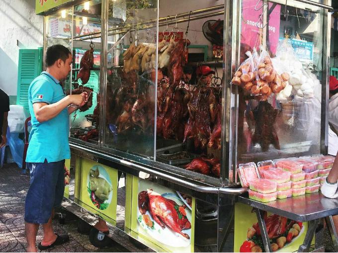 Bát bánh canh hơn 200.000 đồng 'huyền thoại' ở Sài Gòn