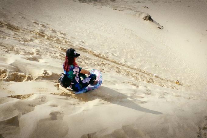 Trượt ván trên 'sa mạc' cát lớn nhất Quảng Bình