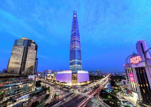 Du khách sẽ có cơ hội chinh phục tòa nhà Lotte World 123 tầng với chiều cao 555m.