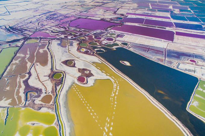 Sắc màu kỳ diệu trên 'Biển Chết' phiên bản Trung Quốc