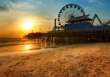 Bãi biển Venice  một trong những điểm đến nổi tiếng nhất ở Los Angeles