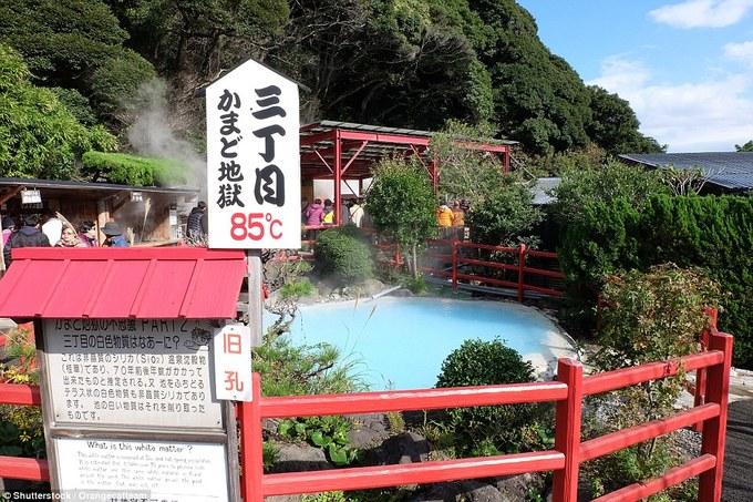 Thị trấn lúc nào cũng sôi sùng sục ở Nhật Bản