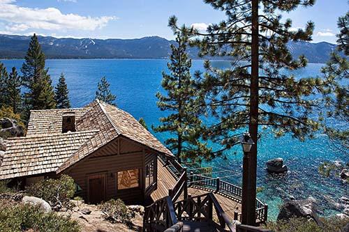 Năm 1951, hồ Tahoe là nơi diễn ra câu chuyện tình lãng mạn trên màn bạc của hai huyền thoại điện ảnh  Elizabeth Taylor và Montgomery Clift  trong bộ phim tình cảm A Place in the Sun. Tới năm 1974, bộ phim Bố già phần 2 (The Godfather Part II) cũng có rất nhiều cảnh quan trọng tại khu nhà nghỉ dưỡng Fleur de Lac nằm bên bờ phía Tây California của hồ Tahoe.