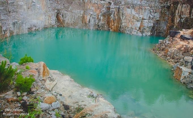 Hồ nước xanh ngắt được ví như 'tuyệt tình cốc' gần Đà Lạt