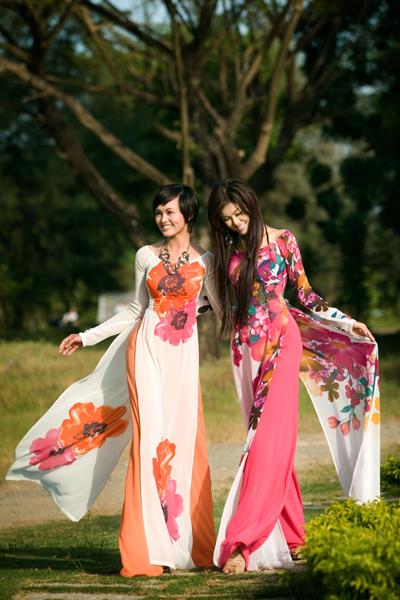 Người con gái Việt quyến rũ trong tà áo dài duyên dáng. Ảnh: Vmodel.