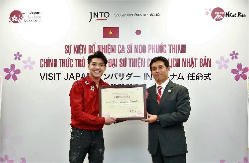 Nam ca sĩ được trao chứng nhận đại sứ thiện chí du lịch Nhật Bản.