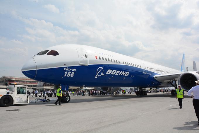 Nơi bày bán những chiếc máy bay mới nhất thế giới ở Paris