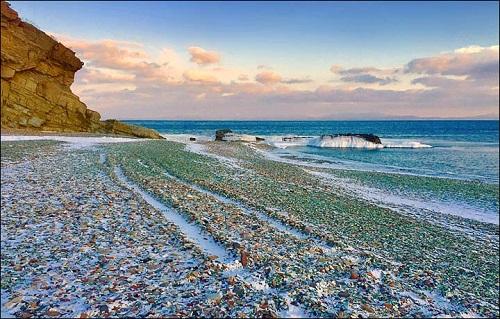 Ngỡ ngàng trước vẻ đẹp của biển Thủy Tinh nổi tiếng ở Nga