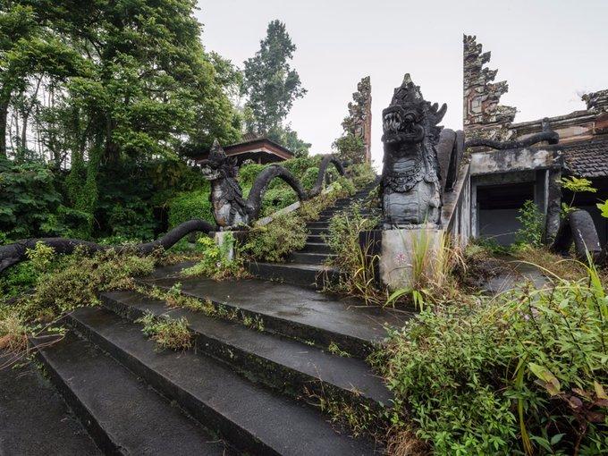 Khách sạn bỏ hoang đầy ám ảnh ở Bali