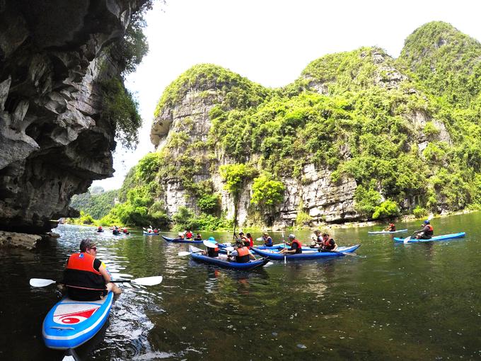 Lần đầu có nhóm bạn trẻ khám phá 'nhà Kong' bằng kayak