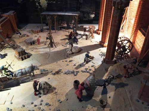 Mô hình nhỏ phỏng lại công trường xây dựng nên nhà thờ. Ảnh:Corey Frye
