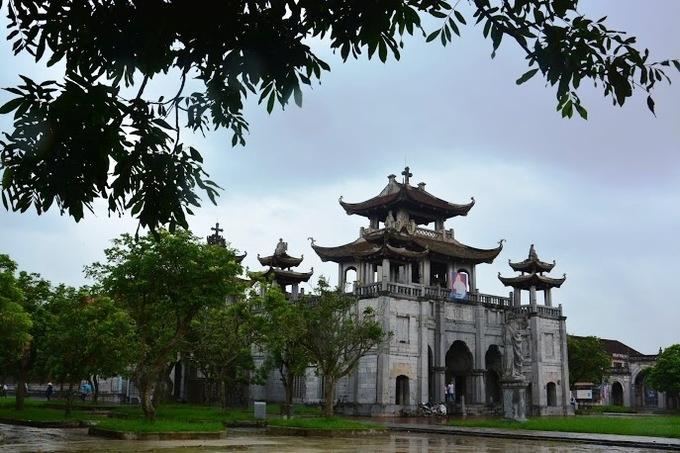 10 nha tho thu hut du khach o Viet Nam