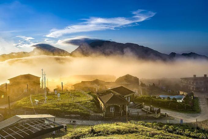 Biển mây trên đỉnh Mẫu Sơn