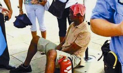 Gặp nắng nóng ở Trung Quốc, du khách châu Phi bị sốc nhiệt