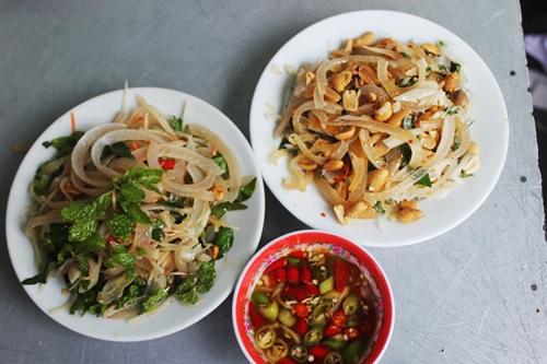 Quán mít trộn bà già 30 năm luôn đông khách ở Đà Nẵng - ảnh 2
