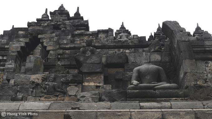 Hơn 50 tượng không đầu ở đền Phật giáo lớn nhất thế giới