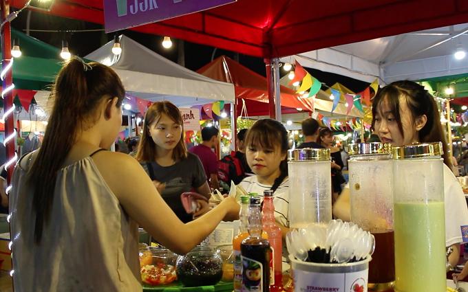 Chợ phiên cuối tuần thu hút du khách ở Đà Nẵng