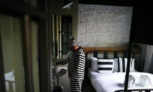 Nơi du khách trả tiền để được sống đời 'tù ngục'