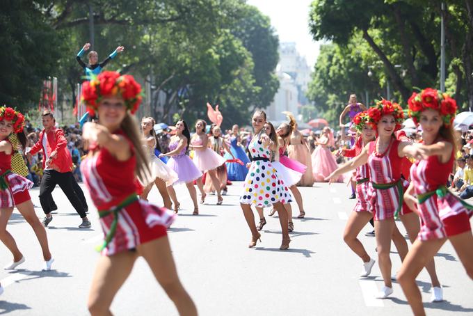 Carnival đầu tiên trên phố đi bộ hồ Gươm